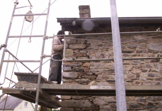 Maetz/ Terre Crue : restructuration d'un angle, mur en pierre