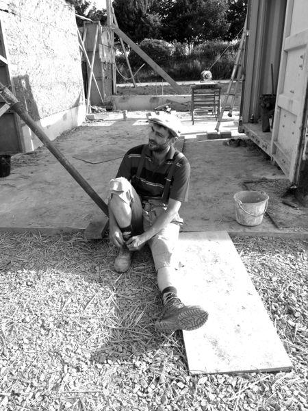 les fourchées chantier participatif 1 st germain sur ille construction en bauge coffrée