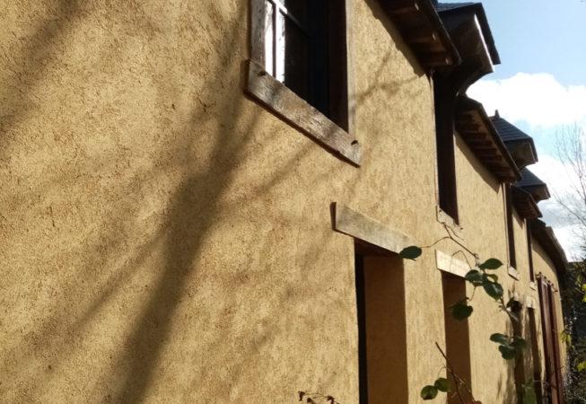 Incendie dans maison en terre, rénovation après sinistre ravalement EIRL Terre Crue St Germain sur Ille