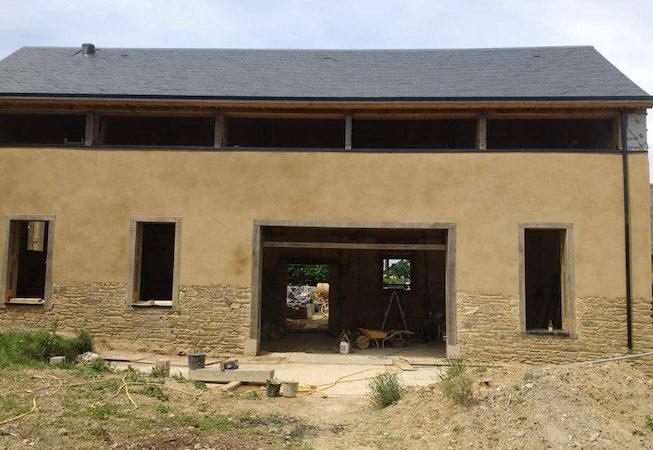 ravalement grange en terre avec rehausse du toit