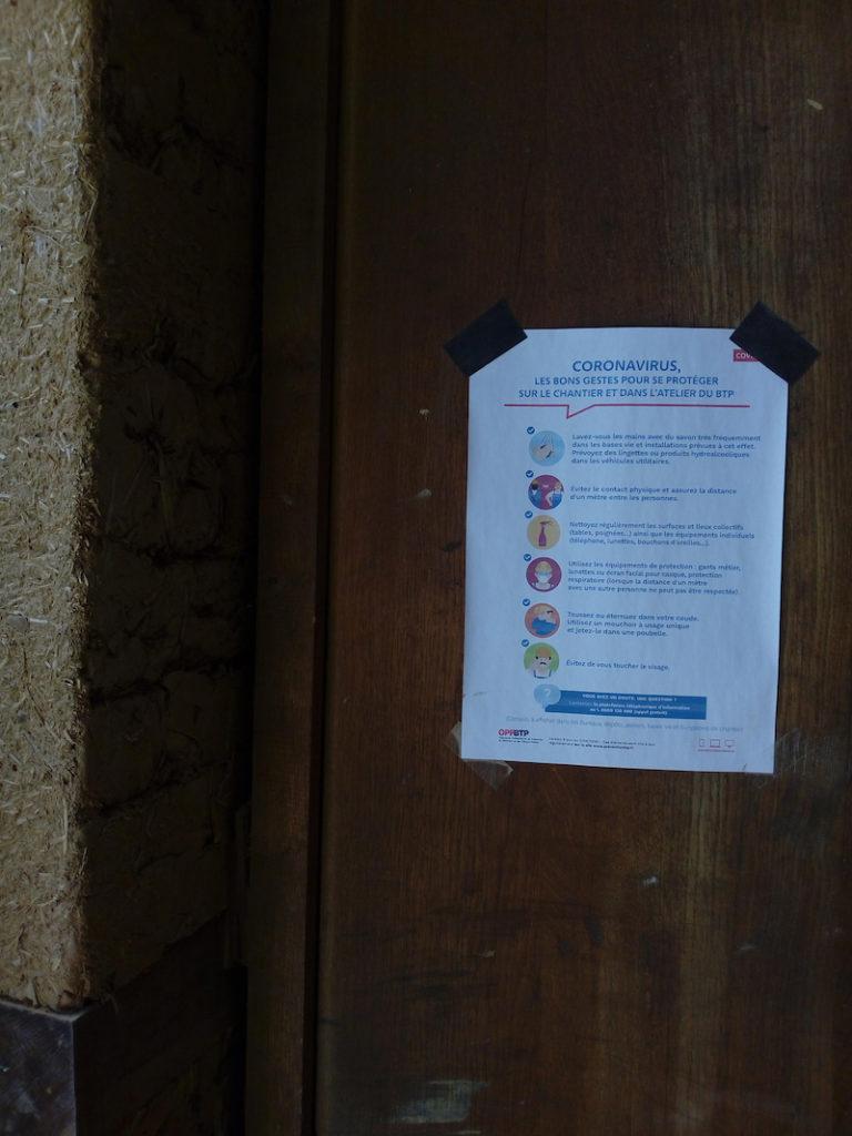 affichage des consignes pour la limitation du corona virus
