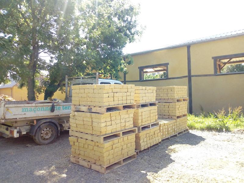 terrassement aménagement extérieur EIRL Terre Crue et stock d'adobe